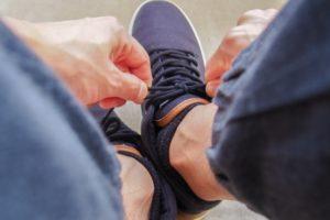 靴 横幅 広げる