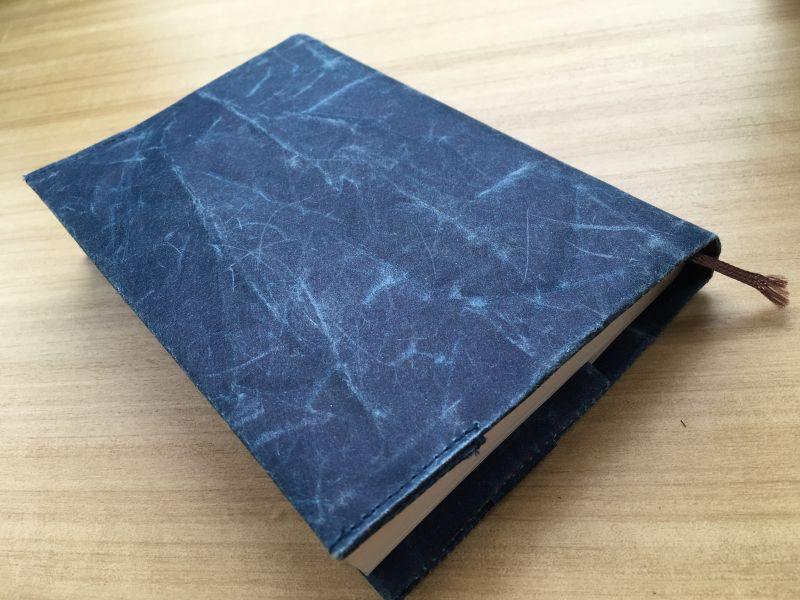 軽くて丈夫な和紙でできたブックカバー SIWA