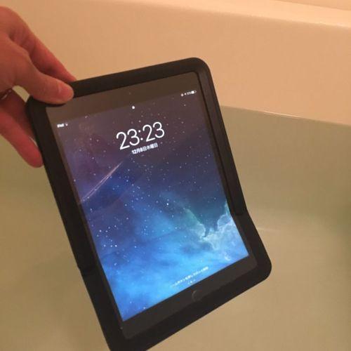 iPadの完璧防水ケース。これで長風呂嫌いも長風呂できるようになります。
