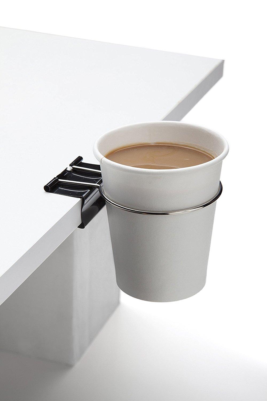 オフィスの机で、二度と飲み物をこぼさなくなる便利グッズ