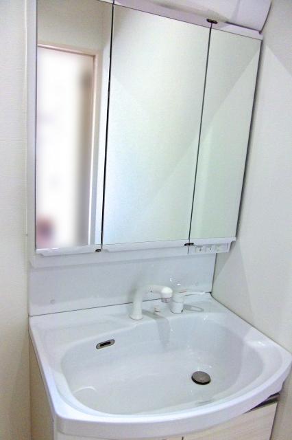 洗面台の歯ブラシ・髭カミソリ立ての決定版