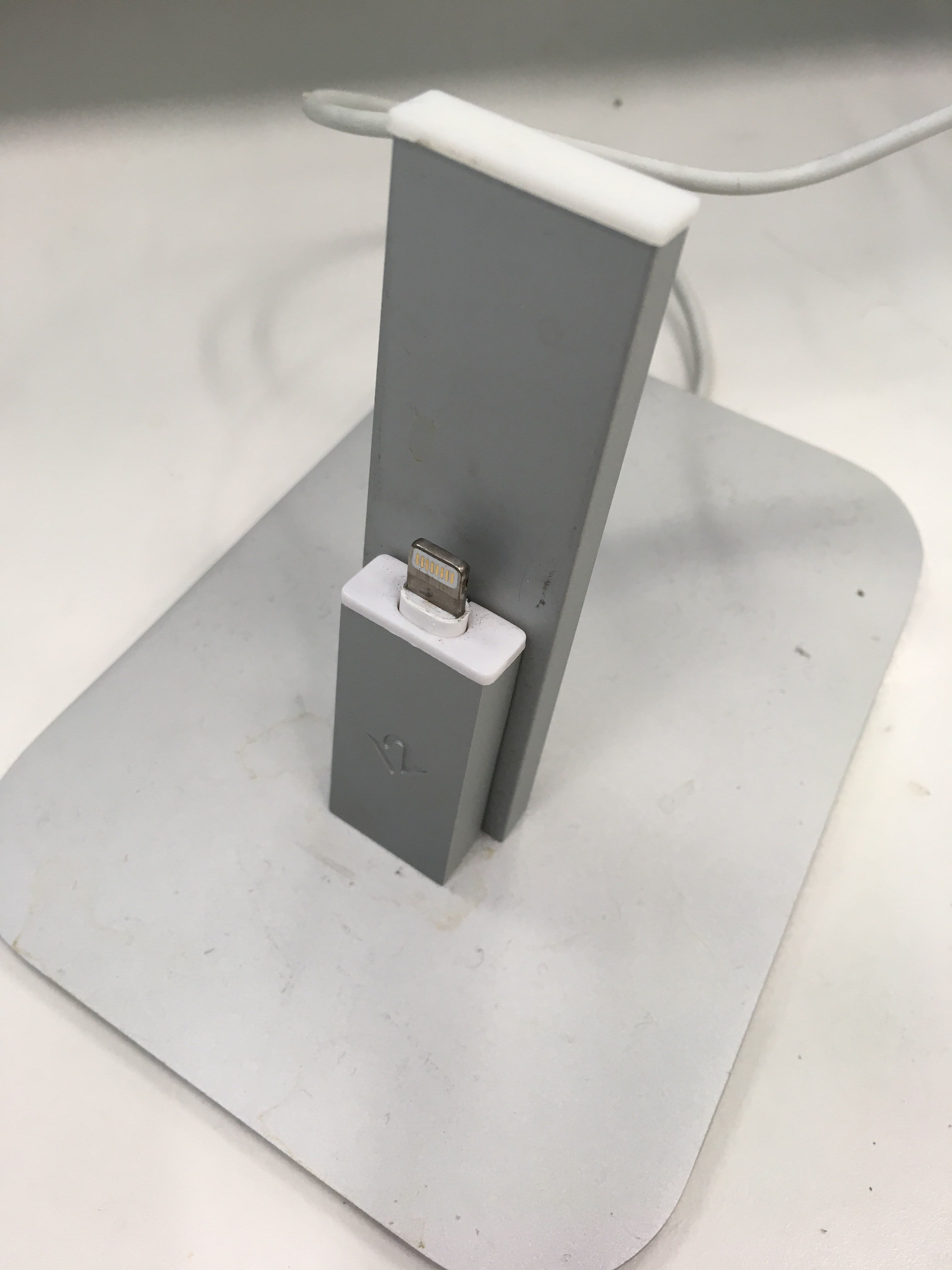 デザインと充電を両立したiPhoneスタンド