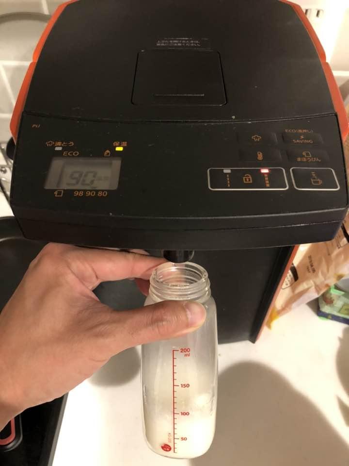 赤ちゃんのミルク作りは調乳機よりも、デカイポット+ミネラルウォーターが圧倒的便利
