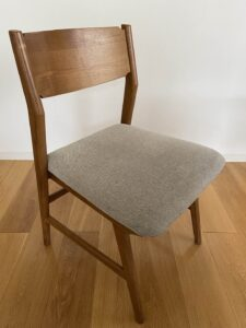 便利スタイル_リビングの椅子